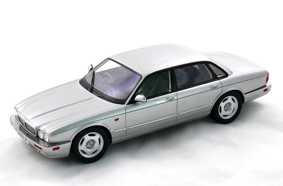 Jaguar XJR X300 (1995) – silver