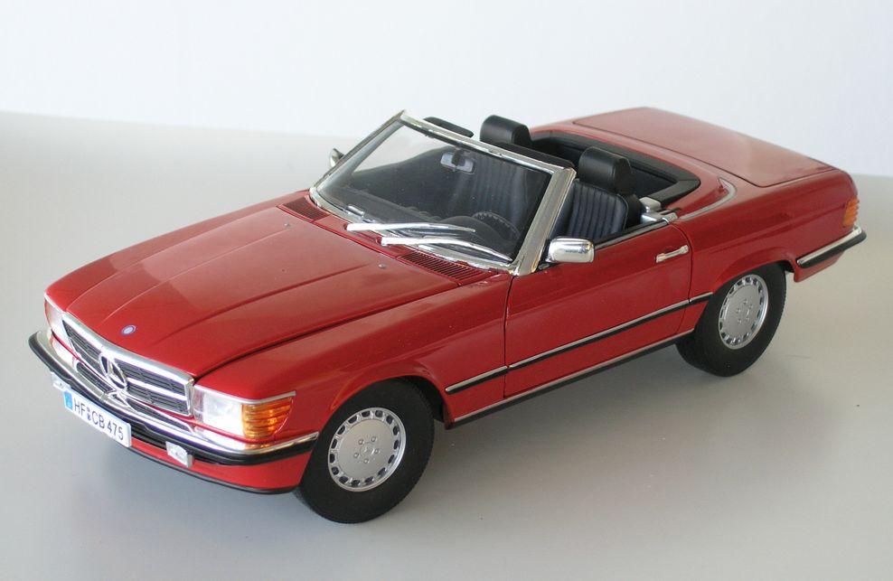 Mercedes 300 SL R107 – red