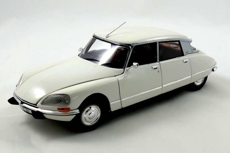 Citroën DS23 (1974) – white